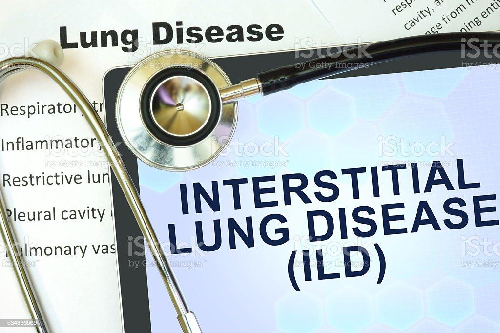 Tablet-Computer mit word Interstitial Lungenkrankheit (ILD) und Stethoskop. - Lizenzfrei 2015 Stock-Foto