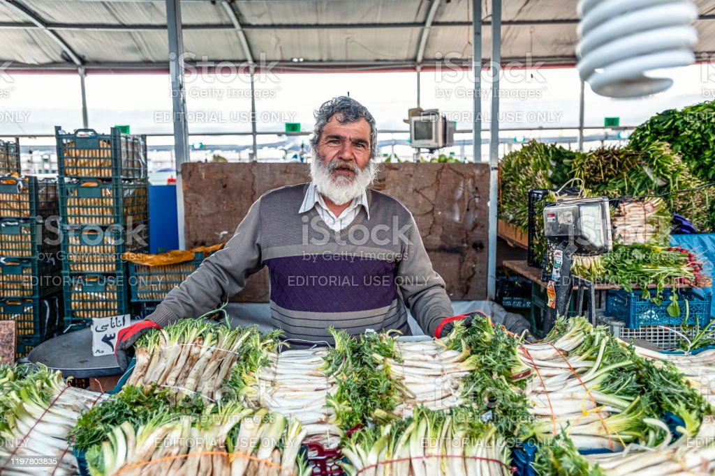 23/05/2019 Tabriz, East Azerbaijan Province, Iran, a friendly old and gray man selling fresh celery on the bazaar 23/05/2019 Tabriz, East Azerbaijan Province, Iran, a friendly old and gray man selling fresh celery on the bazaar Adult Stock Photo