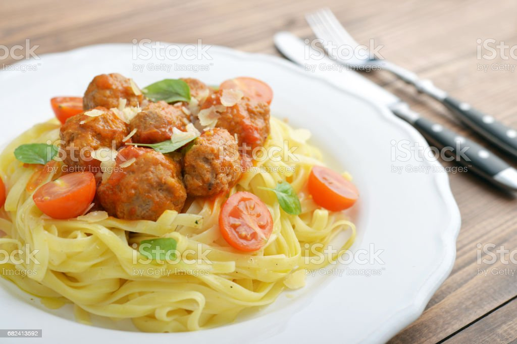 Tagliatelle pasta with meatballs photo libre de droits