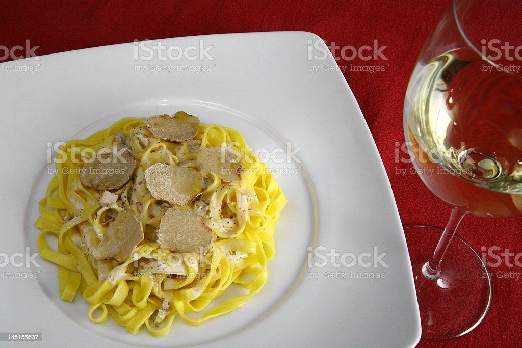 Tagliolini al tartufo bianco stok fotoğrafı
