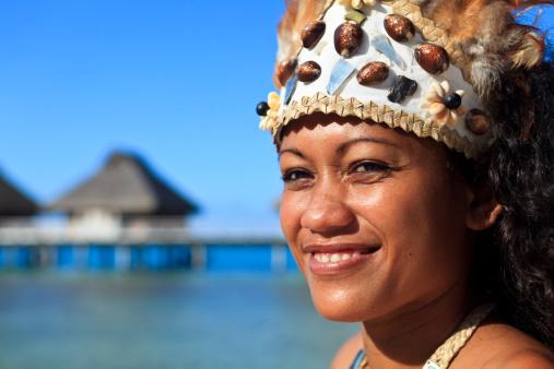 istock Tahiti  - dancer 182876412