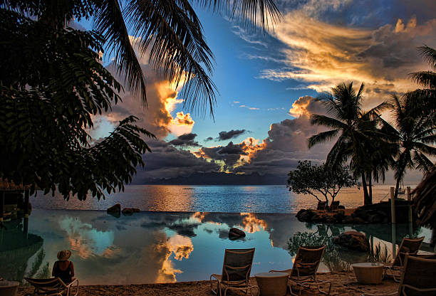 Tahitische Sonnenuntergang, Blick auf die Insel Moorea – Foto