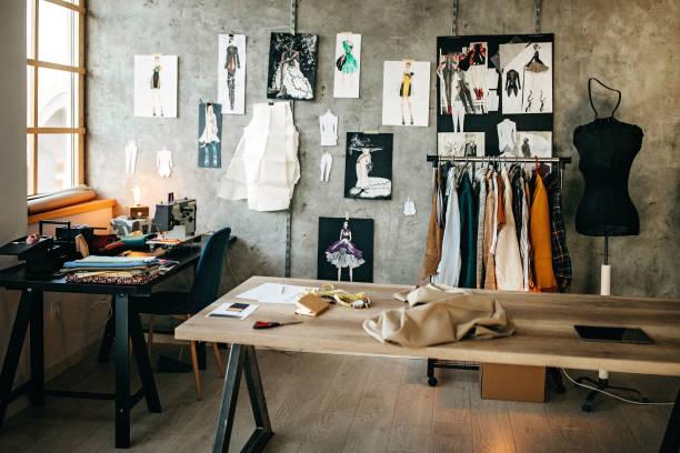 studio sur mesure - croquis de stylisme de mode photos et images de collection