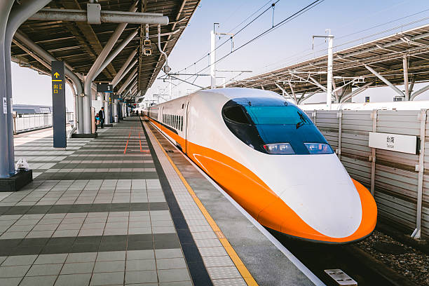 tainan-hochgeschwindigkeits-eisenbahn - hochgeschwindigkeitszug stock-fotos und bilder