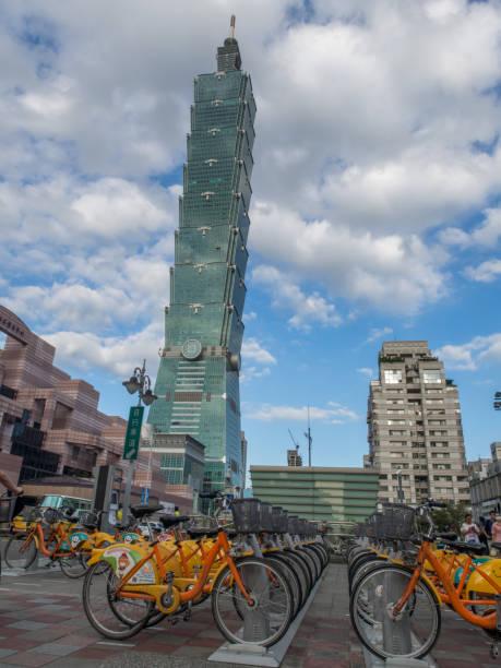 taipei 101. - größte städte der welt stock-fotos und bilder