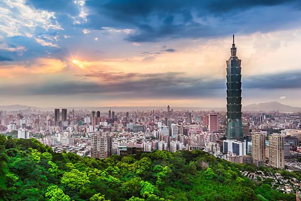 taipei city view am abend - insel taiwan stock-fotos und bilder
