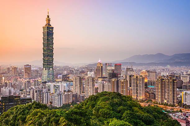 taipei, taiwan die skyline der stadt - insel taiwan stock-fotos und bilder