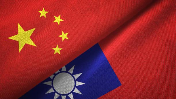taiwan und china zwei fahnen zusammen textil stoff, stoff - insel taiwan stock-fotos und bilder