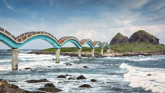 Panorama of the iconic Sansiantai Dragon Bridge. Pedestrian Bridge connecting Sanxiantai Island and the Taiwan East Coast Beach. Taitung, Taiwan, East Asia, Asia.