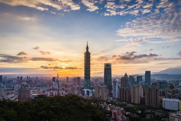 taiwan-taipei stadt nachtansicht - insel taiwan stock-fotos und bilder