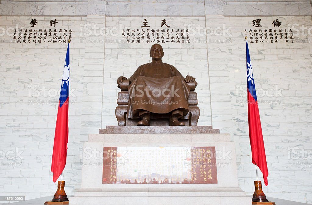 TAIPEI, TAIWAN-March 16: The large bronze statue of Chiang Kai-s stock photo