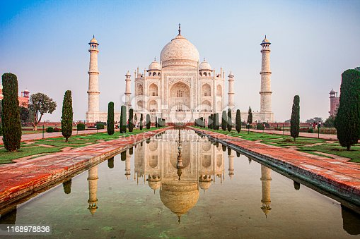 A perfectly symmetrical travel image of the Taj Mahal in the early morning.