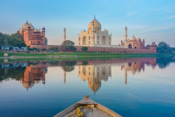 taj mahal in agra Boat ride on Yamuna river near Taj Mahal agra stock pictures, royalty-free photos & images