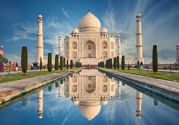 Cтоковое фото Тадж-Махал Индии, Агра. 7 мир чудеса. Красивые Таджмахал траве