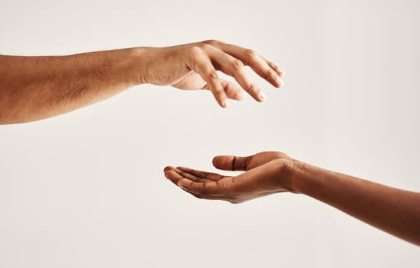 take my hand and let me help you - mano donna dita unite foto e immagini stock