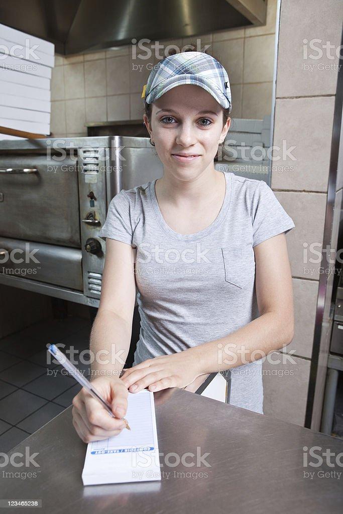 Pegue a saída restaurante garçonete no Pizza - foto de acervo
