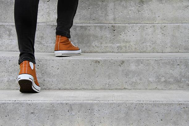 machen sie den nächsten schritt - treppe stock-fotos und bilder