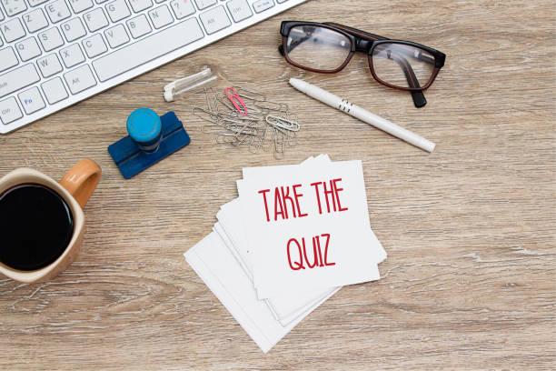 take the quiz message - post it notes zdjęcia i obrazy z banku zdjęć