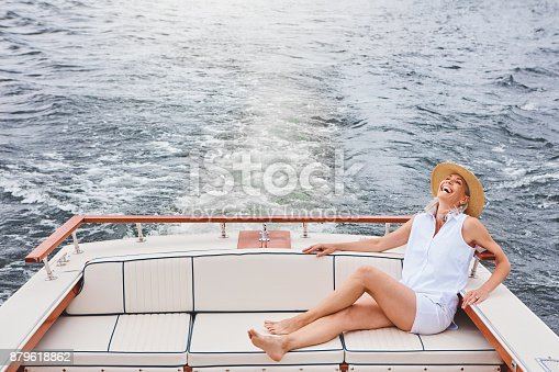 879618770 istock photo Take to the sea and be free 879618862