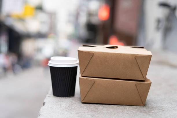 takeaway food and hot coffee. mock-up box for cafe logo. - karton zbiornik zdjęcia i obrazy z banku zdjęć