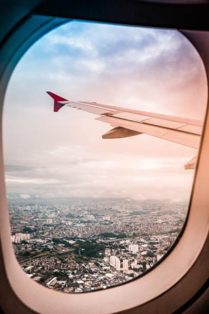 decolagem - são paulo à 3.600 pés após decolar do aeroporto de congonhas. em detalhe próximo à diadema e rodovia dos imigrantes - aeroporto de congonhas - fotografias e filmes do acervo