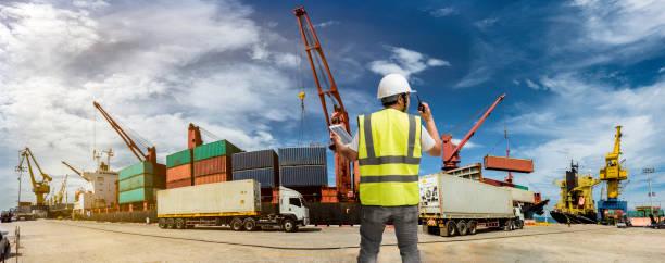 neemt opdracht - haven stockfoto's en -beelden