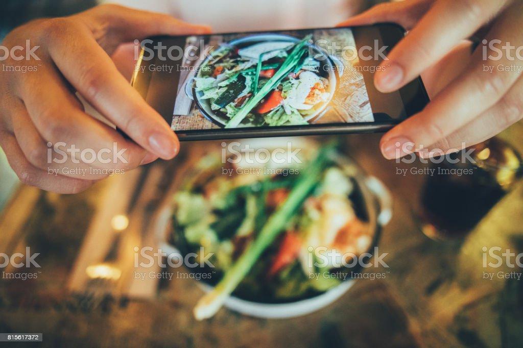 Aufnahme eines Fotos von Lebensmitteln – Foto