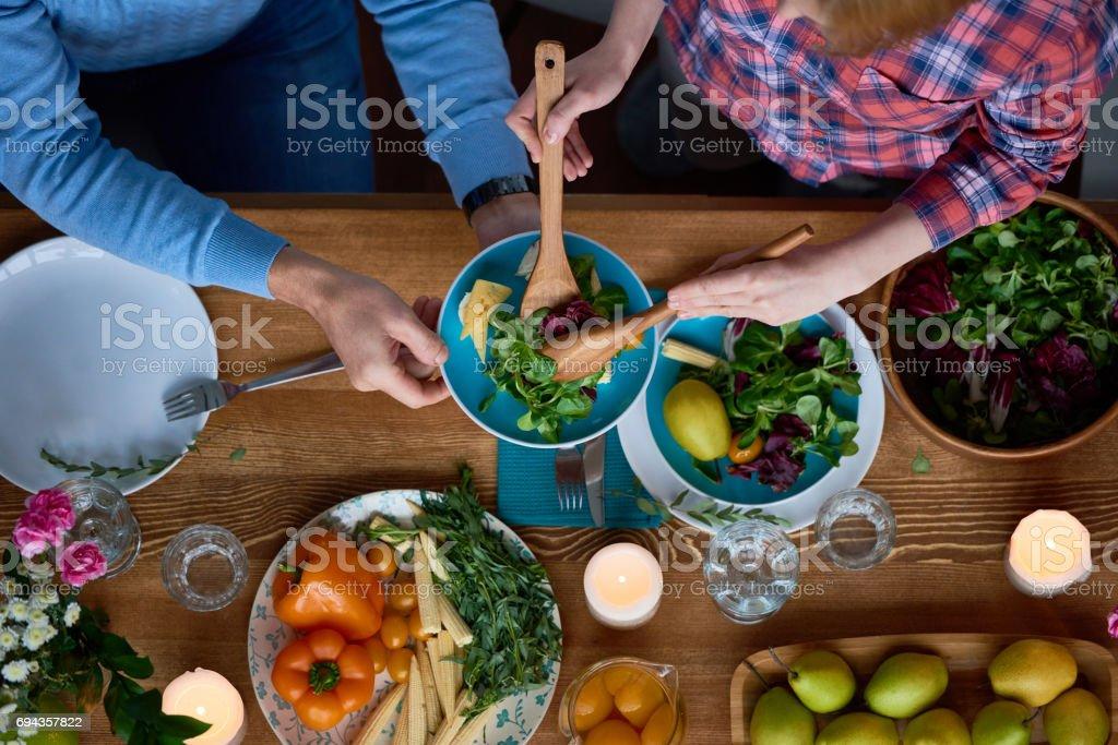 夕食時に世話 ストックフォト
