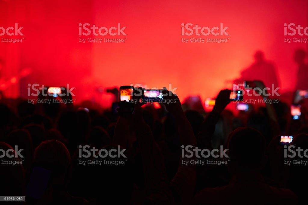Prendendo foto in concerto foto stock royalty-free