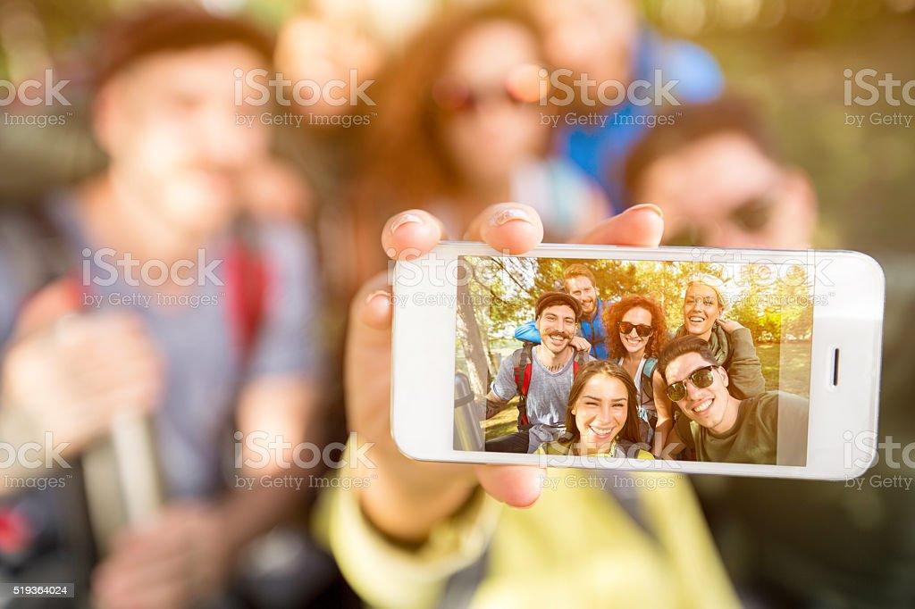 Mit Foto mit Handy im Natur - Lizenzfrei Selfie Stock-Foto
