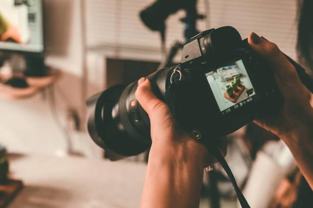 fotografieren mit dslr-kamera - fotografische themen stock-fotos und bilder