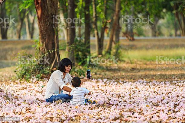 Taking picture of her kid and flowers picture id615997008?b=1&k=6&m=615997008&s=612x612&h=umihnzyyeyejfcmzxcnk8uu4iyp3wse rh6qhybolmi=