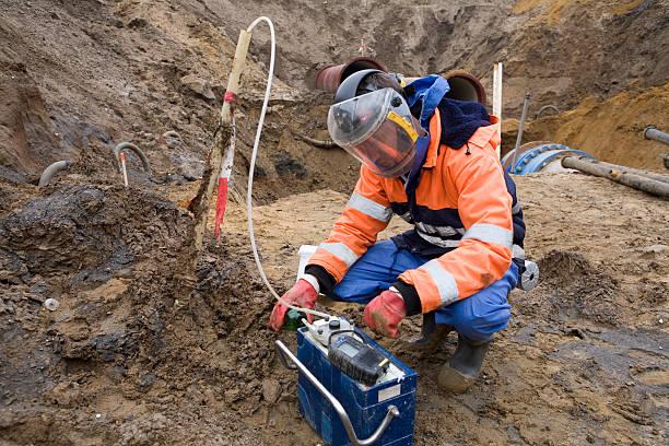 Assunzione di campioni del suolo, ricerca ambientale. - foto stock
