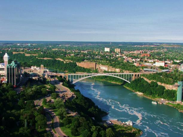 Tale of two countries The beautiful Niagara Falls rainbow bridge ontario stock pictures, royalty-free photos & images