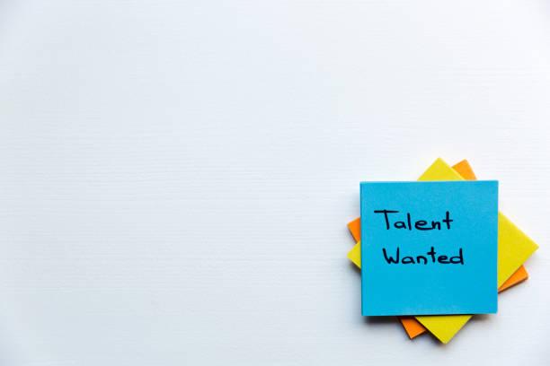 talent wanted, business concept. sticky notes and words talent wanted - uwiedzenie zdjęcia i obrazy z banku zdjęć
