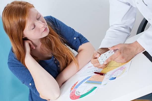 falando sobre a contracepção com ginecologista - planejamento familiar - fotografias e filmes do acervo