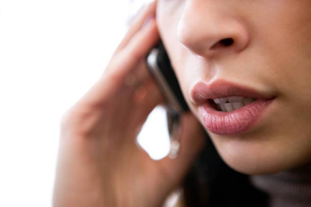 Parler sur téléphone portable - Photo
