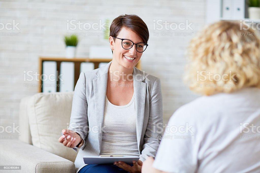 Gespräch mit Patienten  - Lizenzfrei Besuchen Stock-Foto