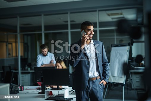 istock Talking with customers 915391454