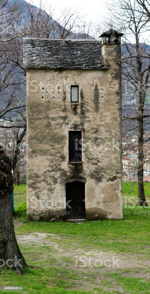 tall and narrow old house in the city of Bellinzona - foto stock