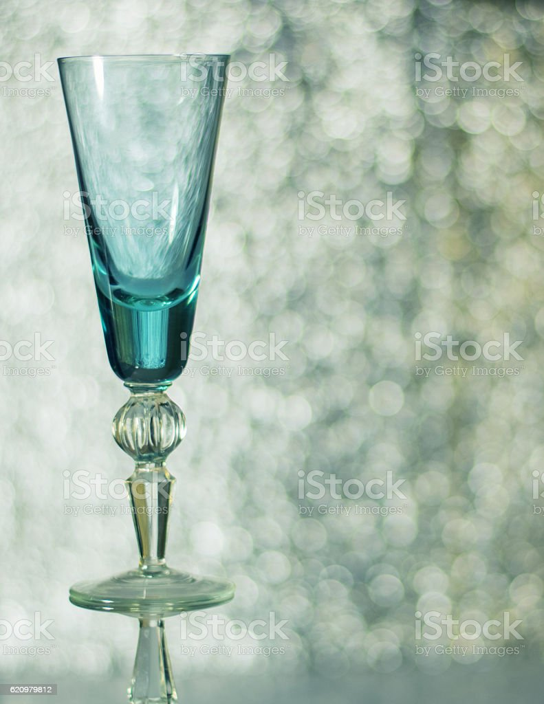 Tall glass wine glass on the background bokeh. foto royalty-free
