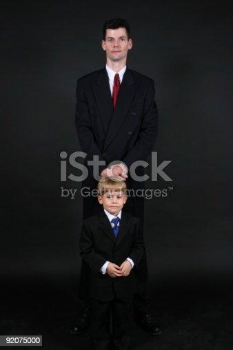 4ba1f0cf46cb ... Short Da Uomo Per Persone Alte E Oversize Ragazzo Indossa Spesso Abiti  E Cravatte - Fotografie