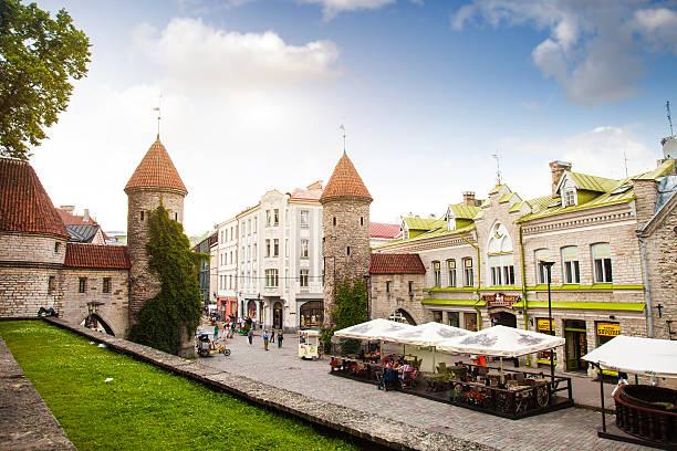 tallinn old town entrance - estonya stok fotoğraflar ve resimler