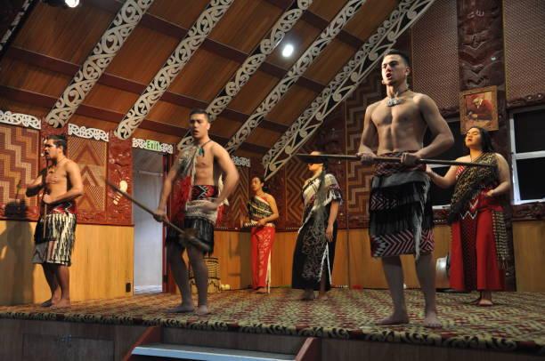 Tamaki Maori dancers in traditional dress at Whakarewarewa Thermal Park ROTORUA, NEW ZEALAND, November 12, 2016: Tamaki Maori dancers in traditional dress at Whakarewarewa Thermal Park whakarewarewa stock pictures, royalty-free photos & images