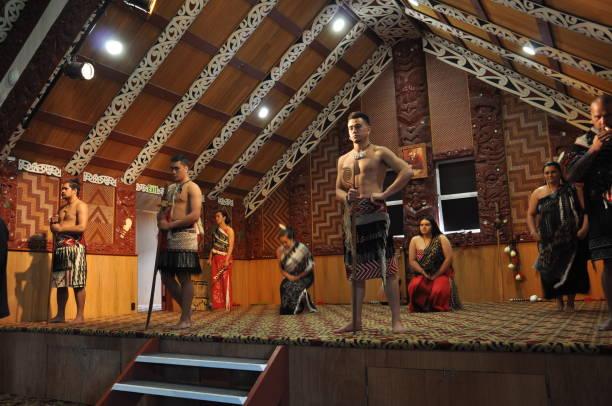 Tamaki Maori dancers in traditional dress at Whakarewarewa Thermal Park ROTORUA, NEW ZEALAND, November 12, 2016: Tamaki Maori dancers in traditional dress at Whakarewarewa Thermal Park rotorua stock pictures, royalty-free photos & images