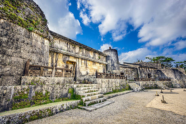 tamaudun mausoleum - mausoleum stockfoto's en -beelden