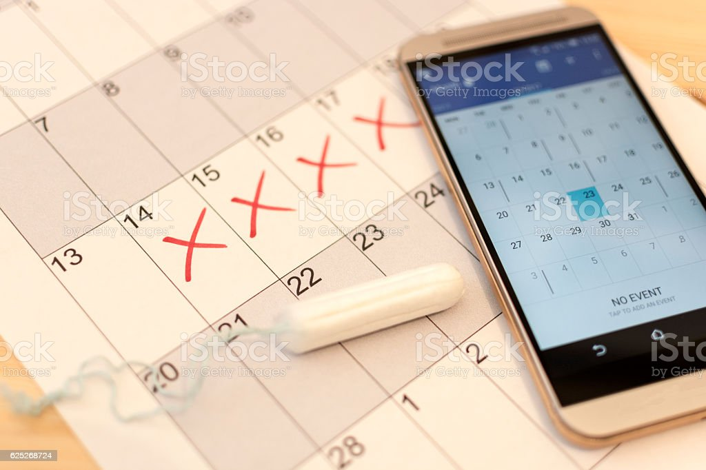 Tampon, Paper and Smartphone Calendar - menstruation cycle - foto de stock