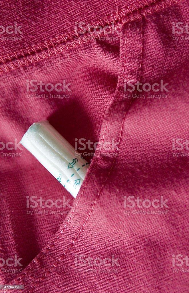 Tampon versteckt in pink shorts – Foto