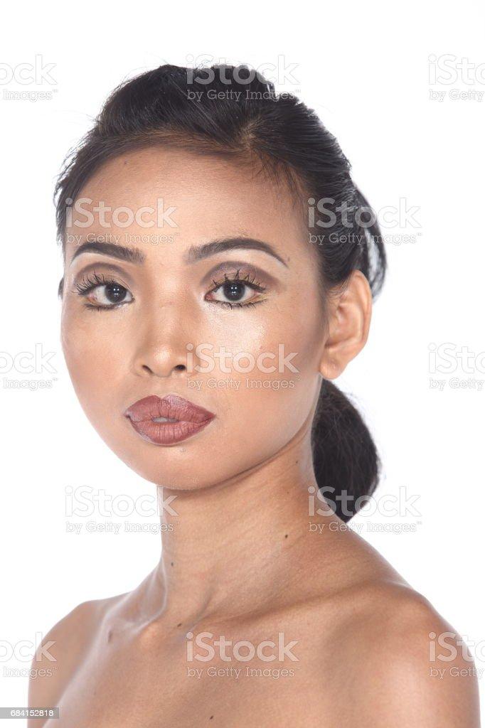 Tan huden asiatisk kvinna efter make up. ingen retusch, färsk ansikte med akne royaltyfri bildbanksbilder