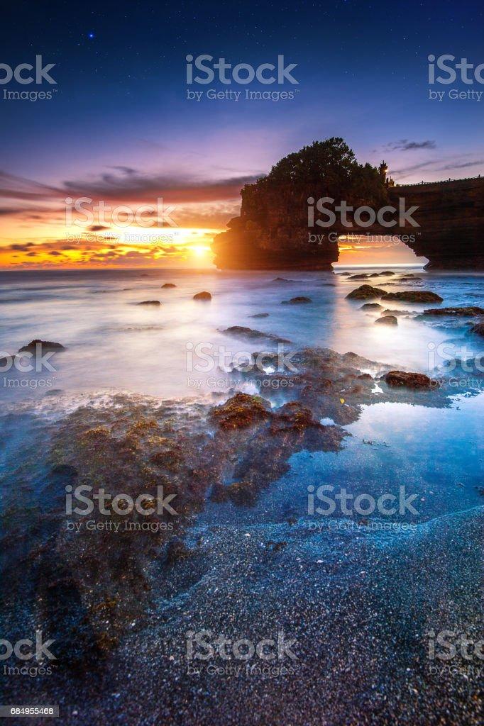 Tanah Lot Tempel bei Sonnenuntergang in Bali. Lizenzfreies stock-foto